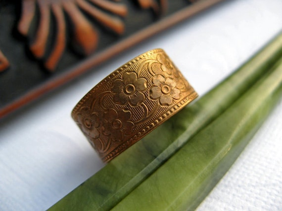 Vintage Flower Ring - Vogue Engraved Brass Floral Ring - Adjustable Ring