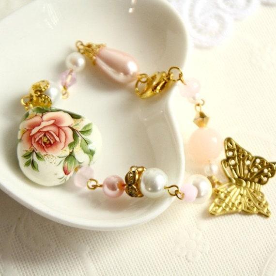 Heart Me Not . heart shaped flower garden bead bracelet in gold