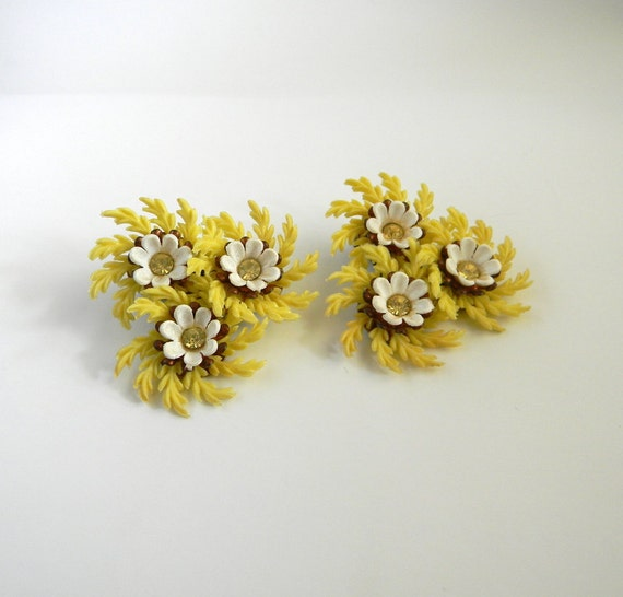 Vintage 50s Earrings Floral Clip On Earrings FREE US Shipping