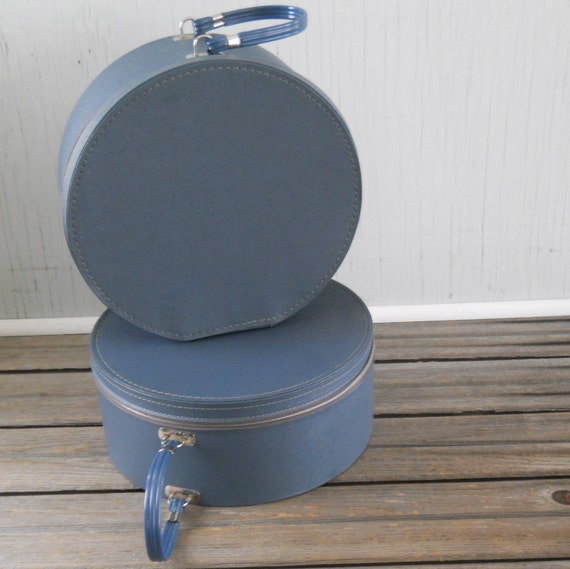 Suitcase Round Train Case Plane Mate CarryAll