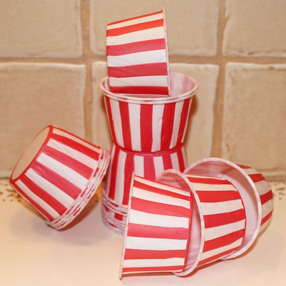 Cupcake liners Baking Cups -  RED STRIPE - Set of ( 20 ) -  Nuts - Cupcakes, Protion Cups, Waxed greaseproof baking and serving cups