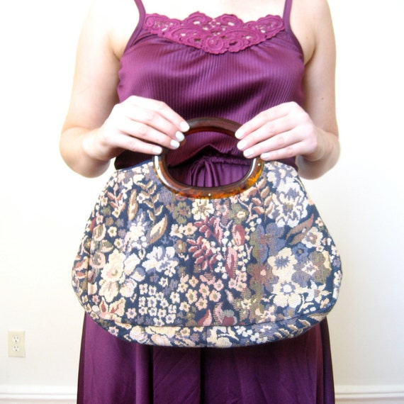 SALE-Tapestry Clutch / 1970s Woven Floral Purse / Lucite Handles