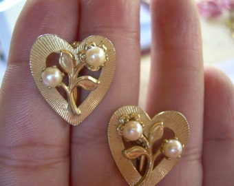 Beautiful Vintage Gold tone Heart shaped Pearl clip earrings Absolutely Darling