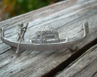 Vintage Italian Gondola brooch pin in  sterling silver Unsigned with c style clasp lovely detail