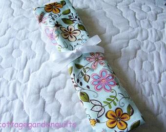 Pretty and Bright Flower  Print   Knitting Needle Dpn Case Yarn Zipper Pocket Organizer