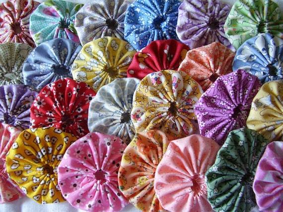 25 - 1930's Feedsack Repro 2  inch Yo Yo Fabric Quilt  Block Embellishment Applique Trim Pieces