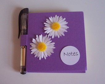 Daisy Post it note holder with gel pen purple