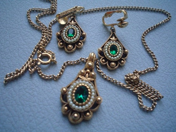 Vintage Avon Jewelry Necklace And Earrings Matching Set