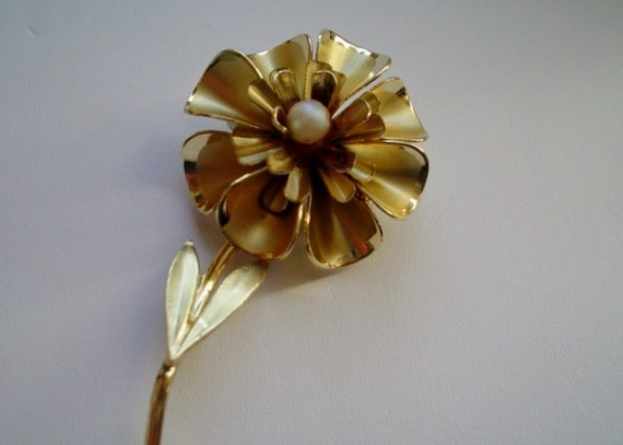 Vintage Brooch, Pin Golden Flower Pearl Center