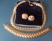 Superb Crown Trifari Demi Parure necklace,earrings and bracelet des pat no 170605 - Vintage 1953 in gold  Trifanium-art.750-