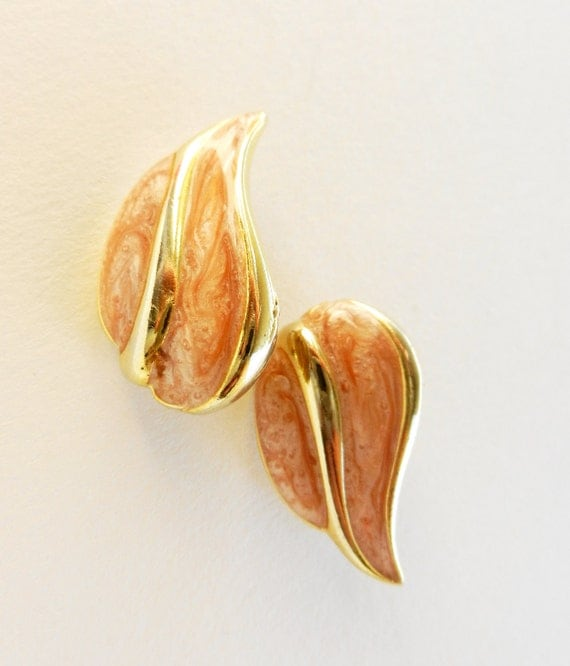 Vintage 1960 leaf shaped earrings, antique rose enamel and gold - signed L and  R ,on the right and left -art.583-