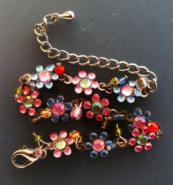 VINTAGE FLOWER - bracelet for girls dreaming  - italian vintage 1969, daisies  and color bright -Aet.237-