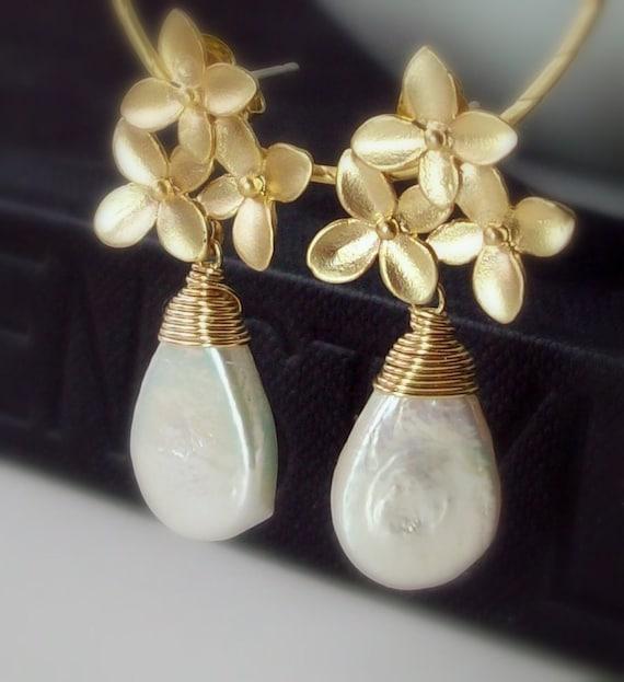 Pearl Gold Earrings - Flower Bouquet Post
