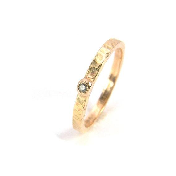 14K Yellow Gold Textured Ring Diamond - Single Brilliance