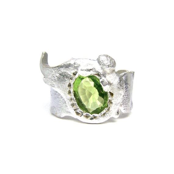 Unique Silver Green Peridot Ring - Grünfee