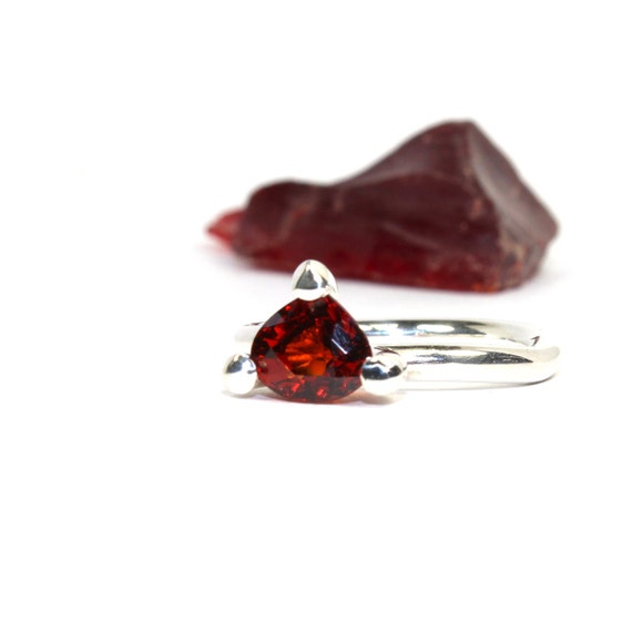 Deep Red Garnet Ring Sterling Silver January Birthstone - Blutstropfen