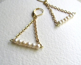 Ivory freshwater pearl trapeze earrings on 14k gold fixtures, geometric triangle pearl earrings
