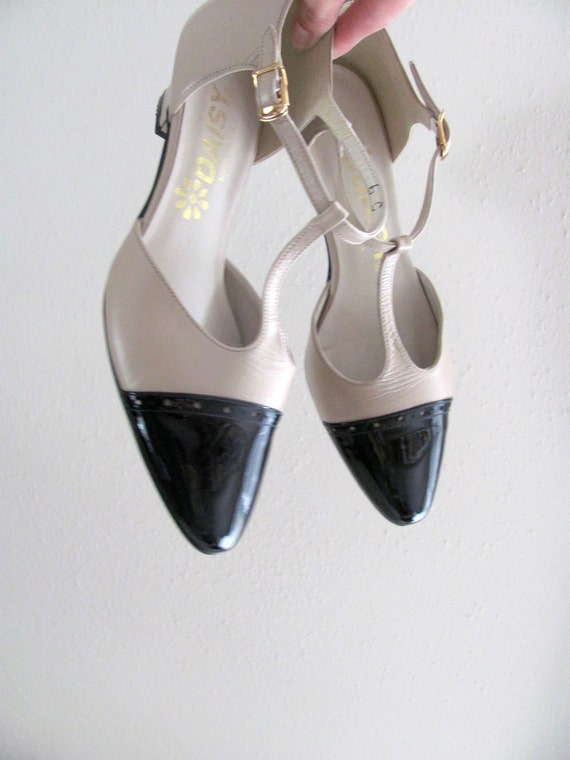 Size 6, vintage black and nude T-strap mary jane heels by Daisy, patent leather