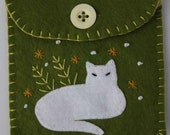 Cat coin purse. White cat on green, Button fastening