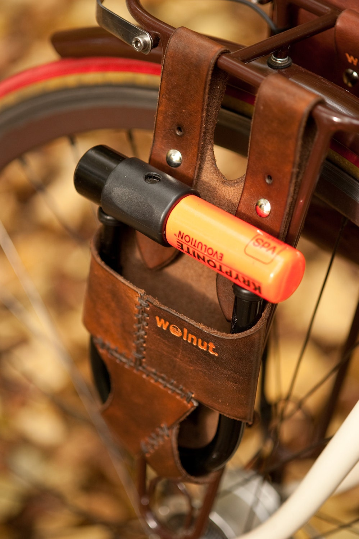 bicycle u lock holster rack mounted leather for krypto. Black Bedroom Furniture Sets. Home Design Ideas