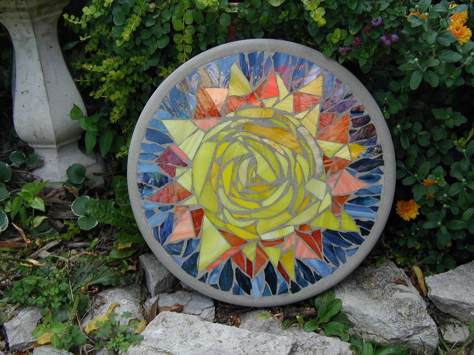 Sunny day mosaic stepping stone for Stepping stone designs garden layouts