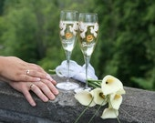 Hand painted Wedding Toasting Flutes Set of 2 Personalized Champagne glasses Doves