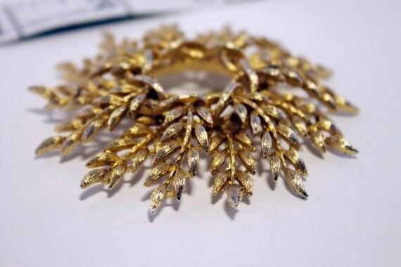 Vintage 1960s Lisner Gold Leaf Brooch
