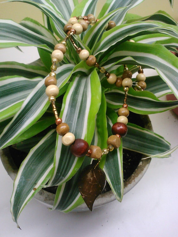 Natural Beauty Wood and Glass Neacklace