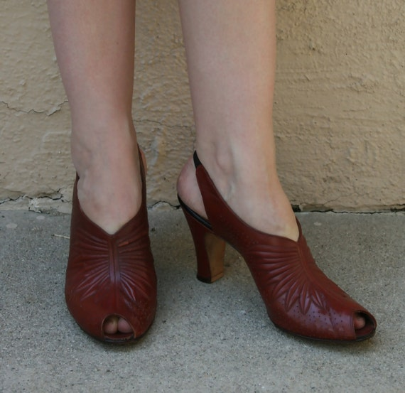 Vintage 1930s Cinnabar Rust Leather Peep Toe Heels