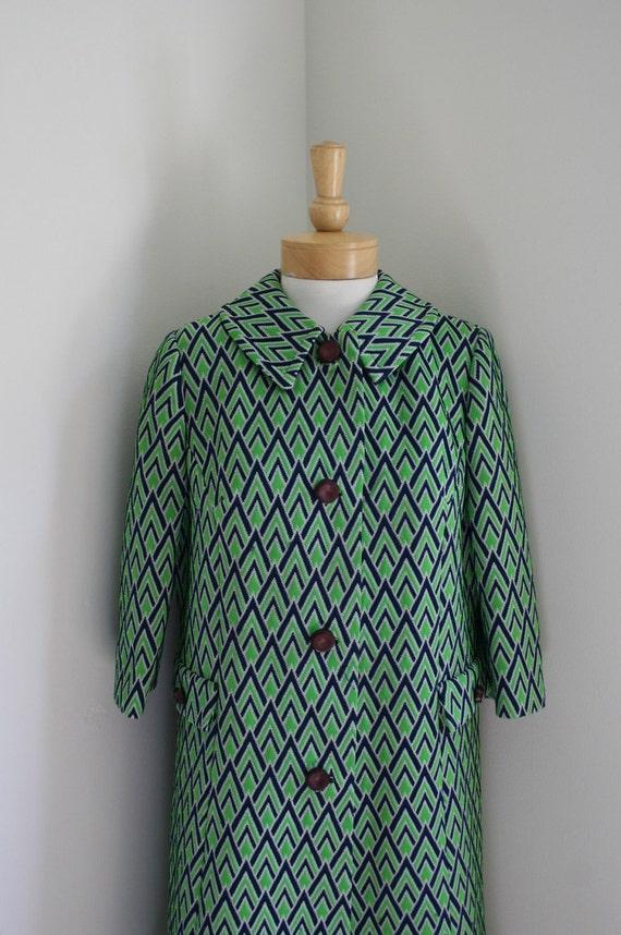 Vintage 1960s Mod Lime & Navy Zigzag Coat
