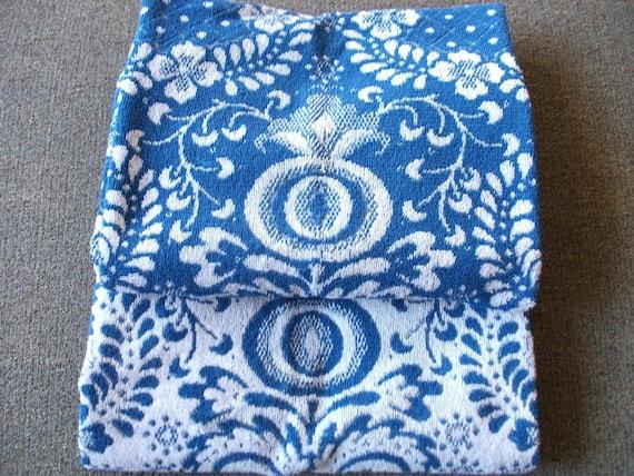 Blue and White Grecian Flower Pattern Vintage Bath Towel Set