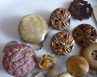 Vintage Buttons In Browns And Golds ~ Larger Sized Buttons ~ Craft Supplies ~ Sewing Notions ~ Vintage Clothing ~ Jewelry Making Supplies