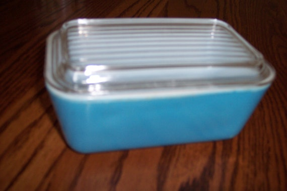 Pyrex blue Refrigerator dish with lid
