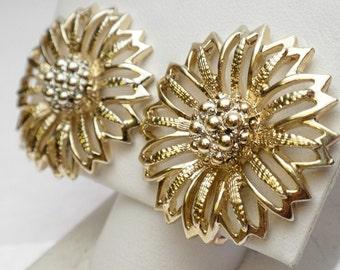 1960s Daisy Mae Flower Earrings Sarah Coventry