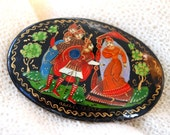 Lovely Vintage Hand Painted Oval Russian Brooch