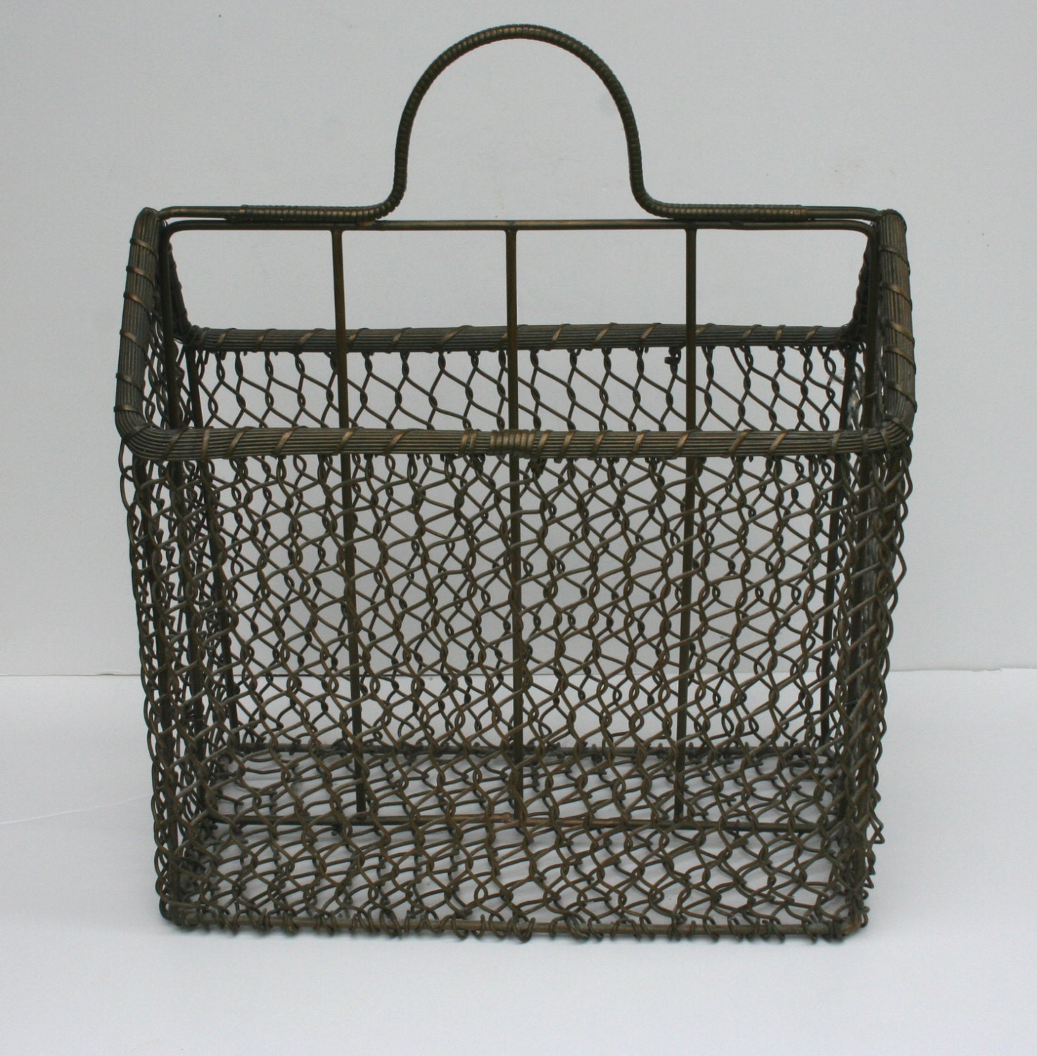 vintage mid century modern metal wire basket magazine rack. Black Bedroom Furniture Sets. Home Design Ideas