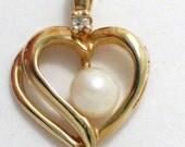 10k yellow gold white pearl w/ diamond accent heart  pendant