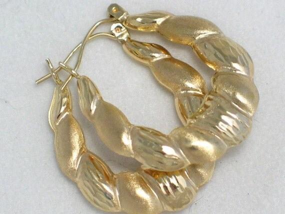 10 kt diamond cut textured hoop earrings 28.9 mm