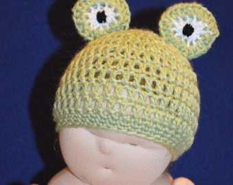 little froggy PDF crochet pattern for babies up to size 12 months