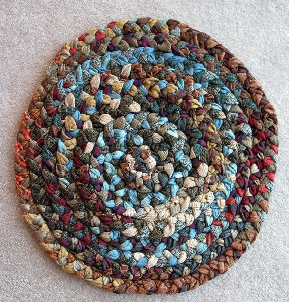 Cozy Round Braided Rug