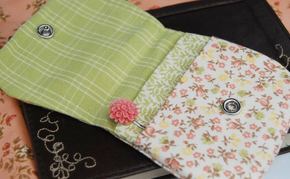 Free Shipping USA. Two Pocket Snap Wallet with coordinating Chrysanthemum Bobby Pin.