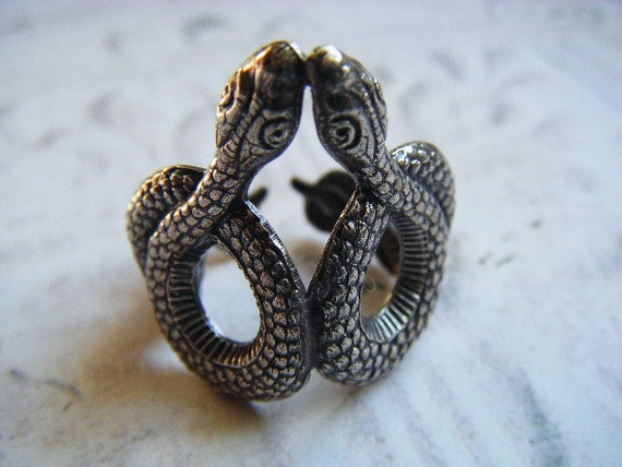 Unisex Double Hiss Sinuous Snakes Ring in Silver