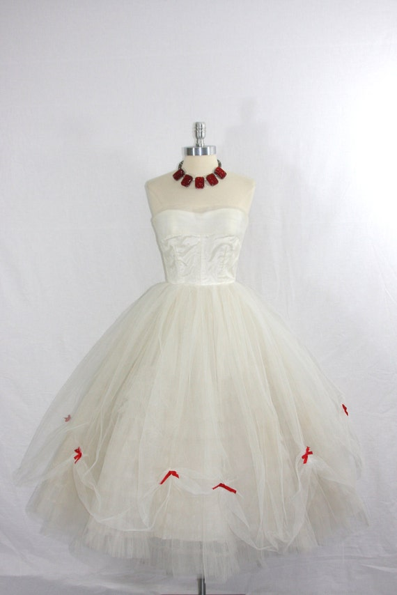 1950's Vintage Wedding Dress - White Tulle Princess Dream - Strapless  Wedding Gown