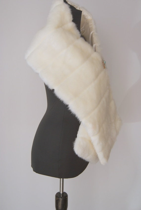 Vintage Faux Fur White Stole... Something Old for a Winter Wedding