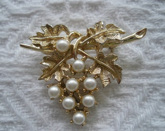 Vintage Emmons Brooch Pin Leaves with Faux Pearls Gold Tone Grape Cluster Signed Designer Costume Jewelry
