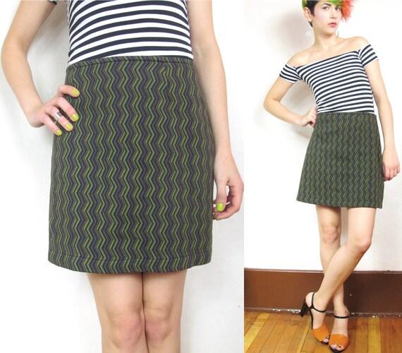 S A L E 90s Zig Zag Op Art Mini Skirt  (M/L)