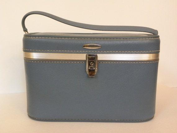 Vintage Blue Train Case -- 1960's Featherlite Blue Train case