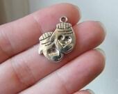 8 Pair of mittens antique silver tone CA132