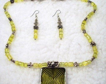 Handmade Yellow crackle beads and Bee's Necklace and Earrings