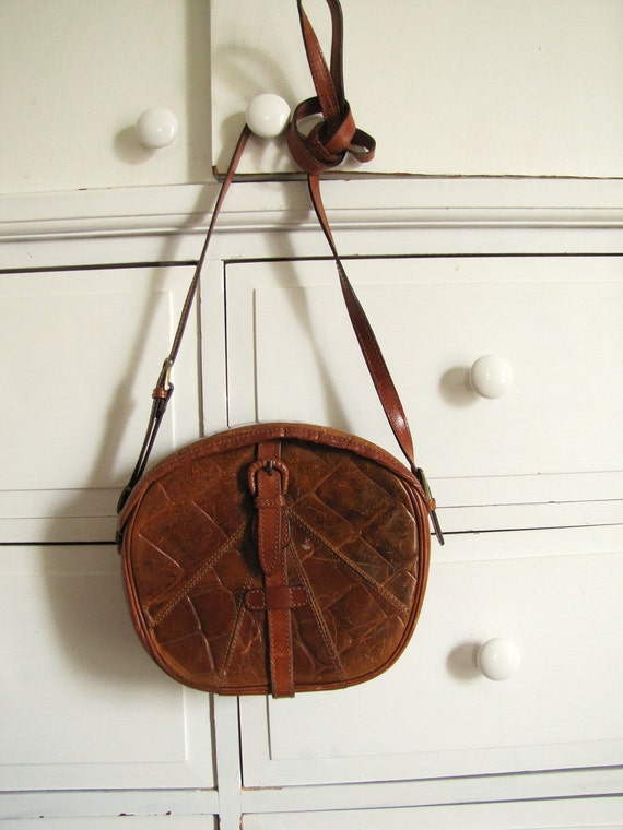 Resserved Vintage 1980's Leather Sling Bag / Round Crossbody Lizard Skin Purse